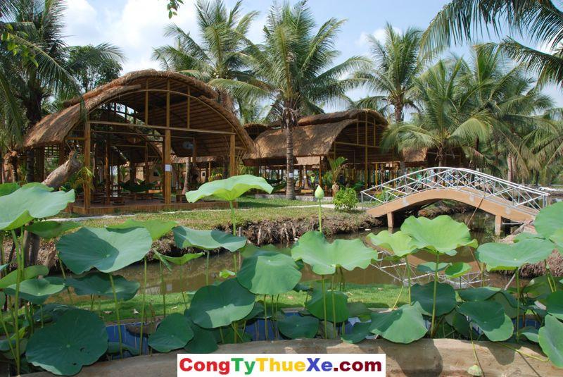 Khu nhà chồi làng tre Việt