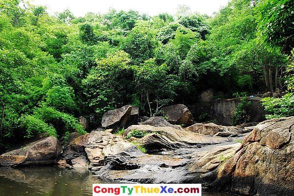 Khung cảnh Núi Minh Đạm Long Hải