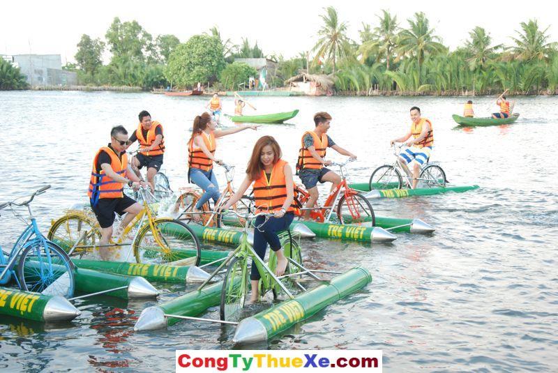 Làng Tre Việt đạp xe trên sông