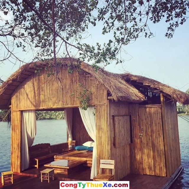 Nhà nghỉ trên sông Làng Tre Việt