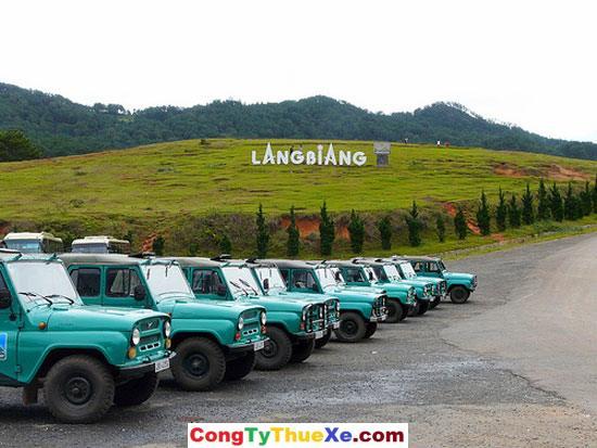 Xe jeep đưa khách Lang Biang