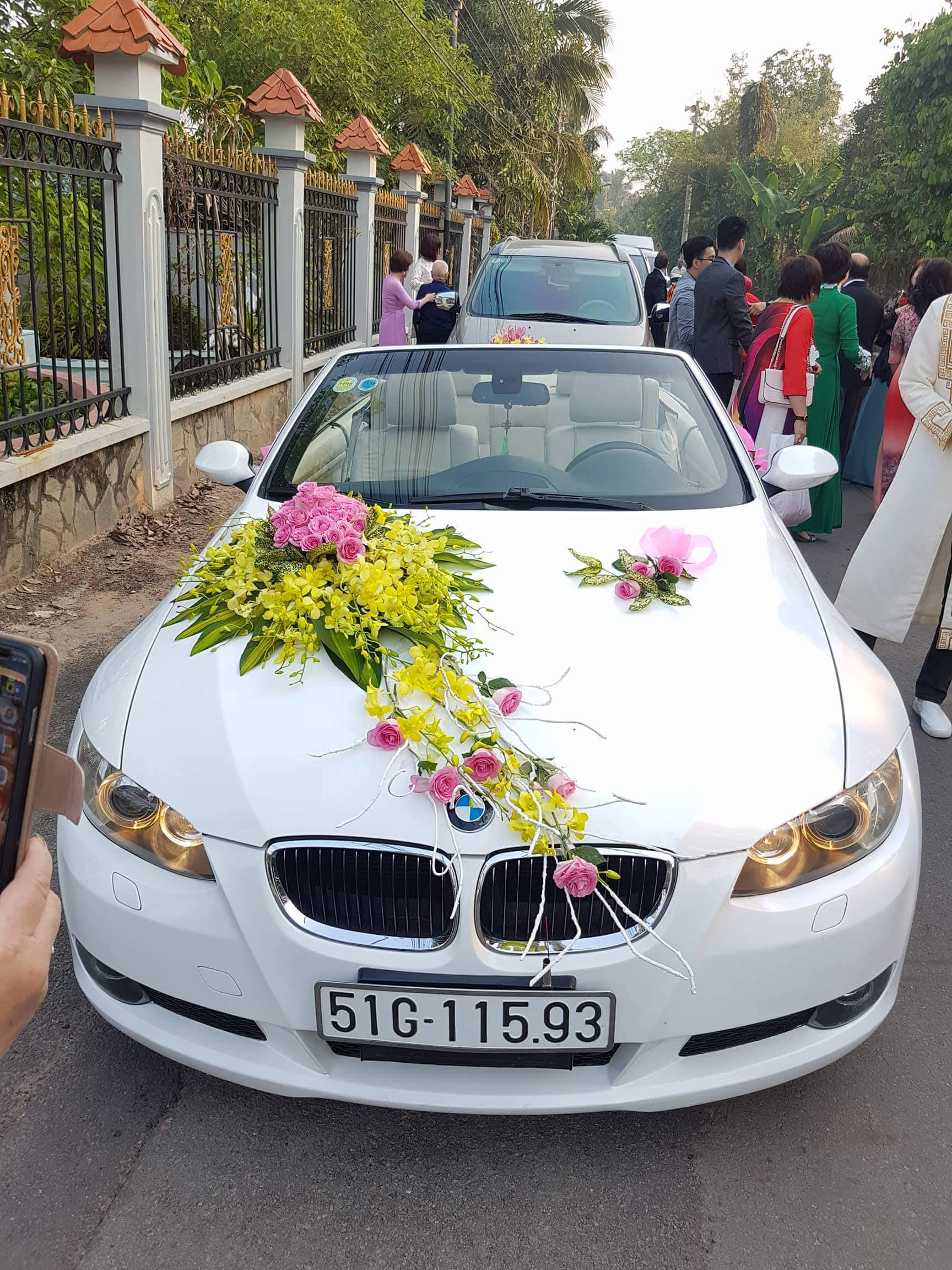thuê xe hoa BMW mui trần