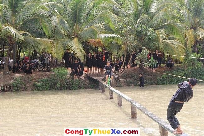 Thuê xe đi du lịch Lan Vương