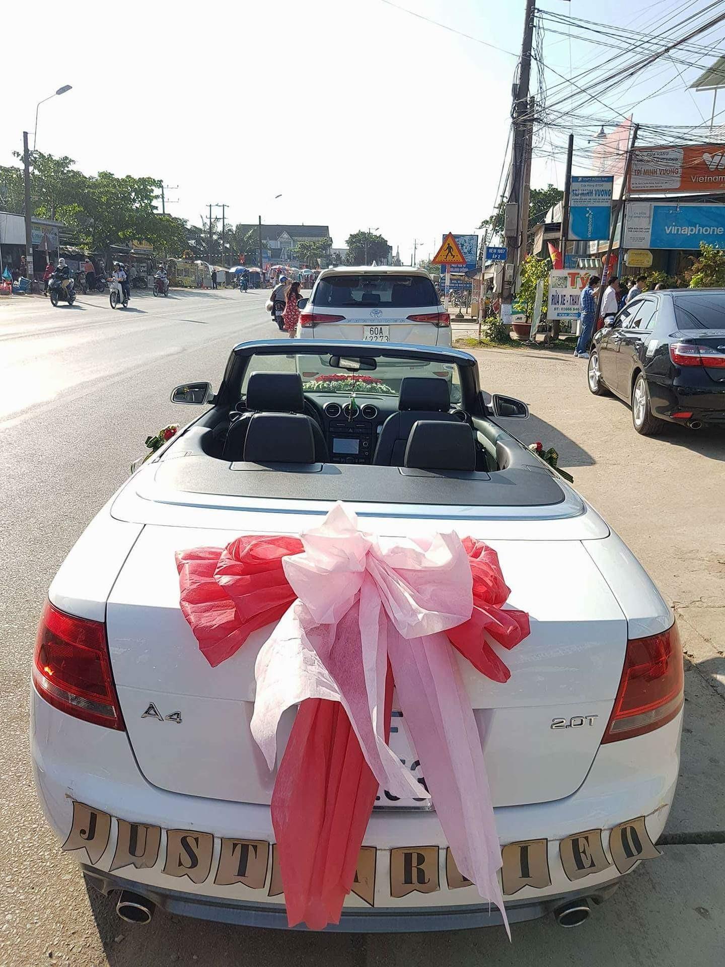 Thuê xe cưới mui trần giá tốt