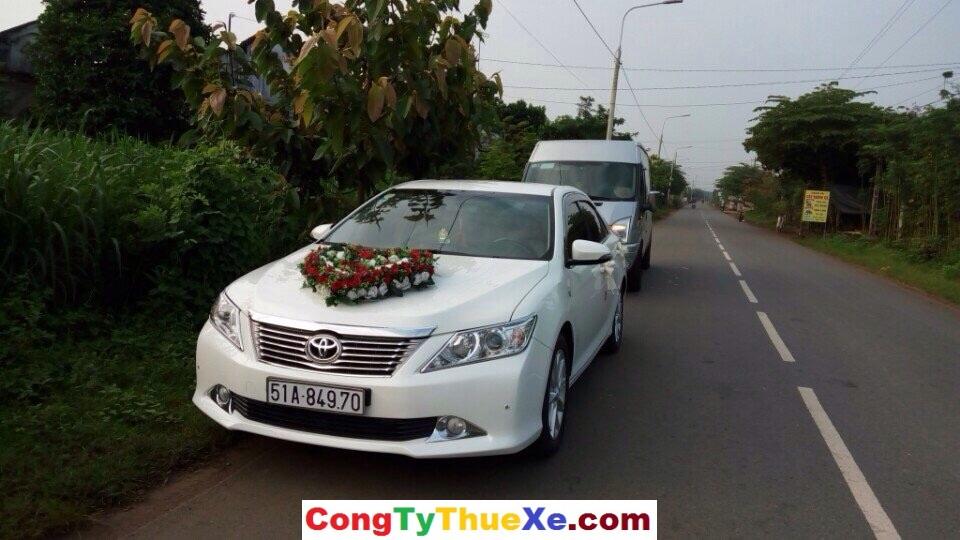 Thuê xe 4 chỗ cưới Camry