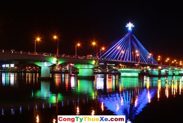 Thuê Xe đi cầu sông Hàn – Đà Nẵng