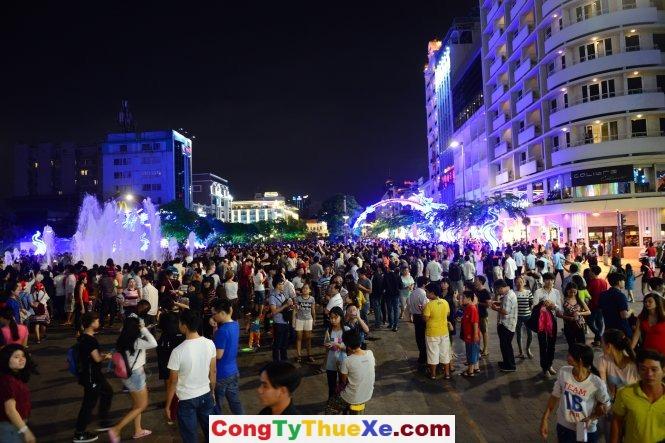 Thuê xe đi du lịch Sài Gòn (3)