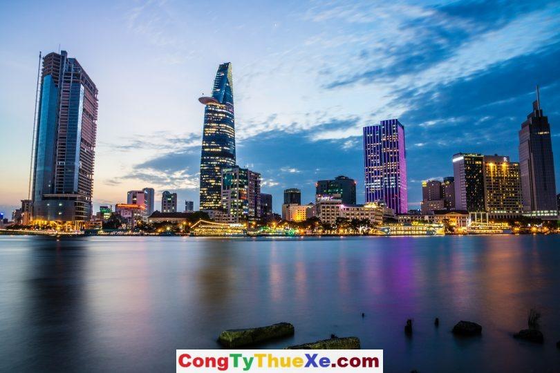Thuê xe đi du lịch Sài Gòn