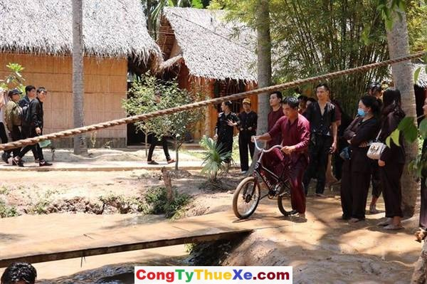 Thuê xe đi KDL Làng Bè, Bến Tre (4)